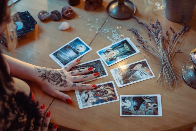 5 Tarot Books For Beginners: Learn Tarot Meanings Easily